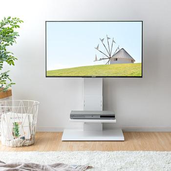 テレビを壁掛けにしたいけど、壁に穴をあけるのはちょっと…という方におすすめ!壁掛けしたようにスッキリと見せることができる壁掛け風テレビ台です。  壁に穴をあける必要がないので、賃貸のお部屋でOK。とてもスリムなデザインなので、狭い部屋やお部屋を広く見せたい人にもおすすめ。左右の角度調整が可能で、テレビを見る環境やあらゆるシーンにも対応できて便利です。