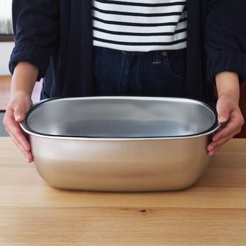 ステンレス製の洗い桶は、お手入れ簡単で清潔なのが魅力です。
