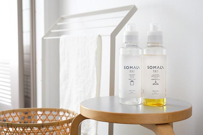 サッと溶ける液体せっけんは、使いやすくて肌に安心して使える原材料です。シリーズのリンス液と使えば、布本来の素材感を再現できる。