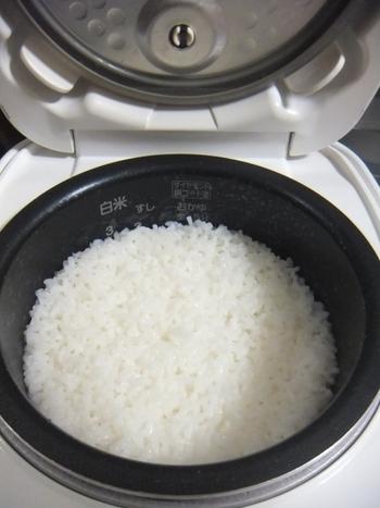 スイッチを押すだけで出来上がる炊飯器も、精米技術と同様かなり進化しています。そのため毎日、手軽で美味しいご飯を食べられます。  そんな炊飯器で炊くご飯に少しだけ工夫をして、いつもとは違うおいしさを味わってみませんか。