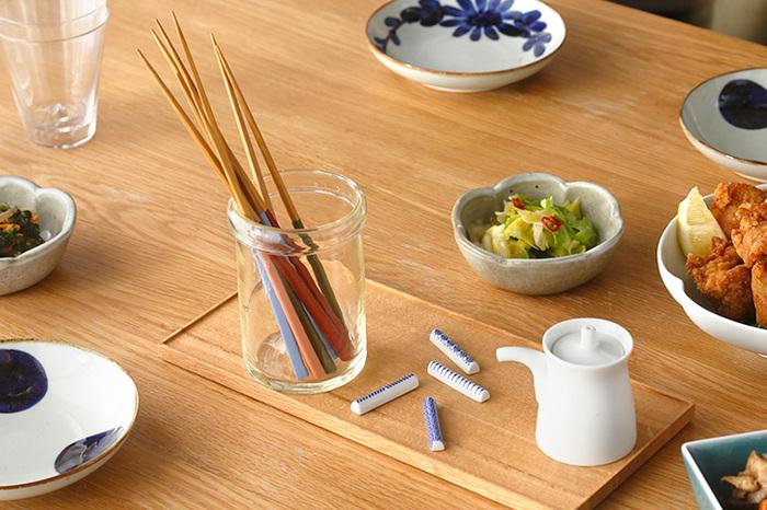 竹で出来たお箸は丈夫で抗菌性に優れています。スラリとした持ち心地とカラフルな色合いが魅力です。家族で色違いで揃えても。