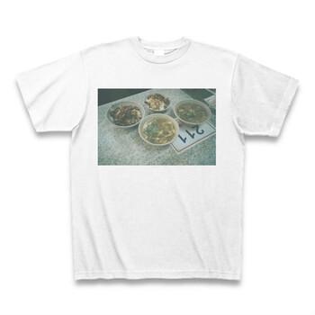 こちらは、フィルムカメラで撮った写真を胸元に位置したTシャツ。お気に入りの写真も、Tシャツにするだけで一生の思い出になりますね◎