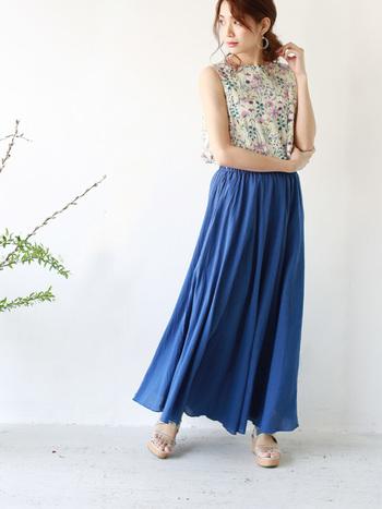 夏本番、わたしは爽やかに♪「青いスカート」の素敵コーディネート集