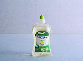ドイツ生まれのこちらの洗剤は、石油系の原料や合成香料が一切使われていません。油汚れがちゃんと落ち、泡切れも良いですよ。環境へのやさしさと洗浄力が両立した洗剤です。