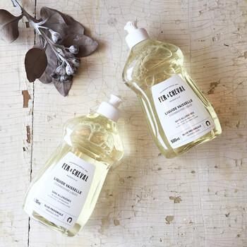 フランス生まれのこちらの洗剤。中身が見えるシンプルなボトルは、どんなお部屋にも馴染みそう。99%天然成分で作られていて、アレルギー体質の方にもおすすめです。食器用洗剤としては珍しいオリーブの香りもgood!
