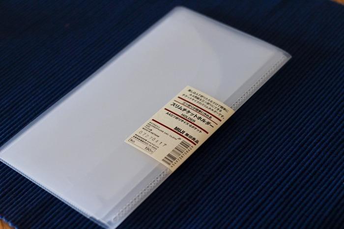 こちらは、ブロガーさんに人気の無印の「スリムチケットホルダー」。本来は、旅行やお出かけのときに切符やチケットを保管するためのグッズですよね。