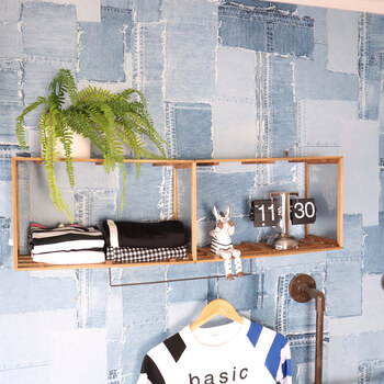 棚を置くスペースがないときは、壁掛けシェルフがおすすめ!すのこやフレームなど使っているこちらは、全てセリアで揃います。難しい工具を使わずに作れるのもうれしいですね。