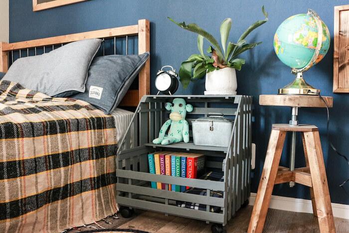 上段には雑貨を飾って、下段は本棚として活用するのもおすすめ。一人暮らしや子供部屋の家具にもぴったりです。