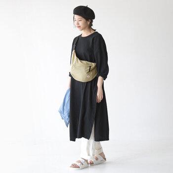 軽くて体に寄り添うシルエットが特徴的。カジュアルな服装なら、どんなコーディネートにもマッチしてくれそうです。