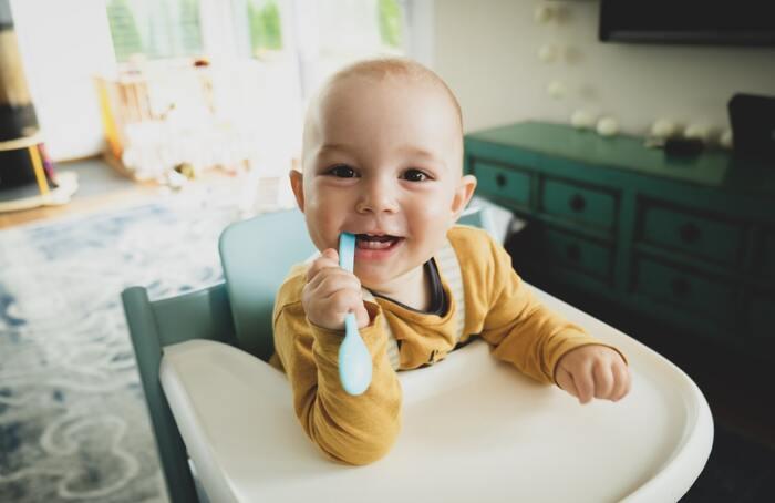 生活リズムを整えたり、お出かけの予定に合わせて、入眠させたり起こしたり食事させたりしていてもなかなか思うようにいかないのが赤ちゃん。手のかからない子がうらやましく思えることもあるかも。初めての育児だとなおさら精一杯、向き合ってしまいがちですが、どれくらい食べるか寝るかなどは本人の性質がダイレクトにでる時期なので、あまり深刻に受け止めすぎず、どっしり構えるようにしましょう。