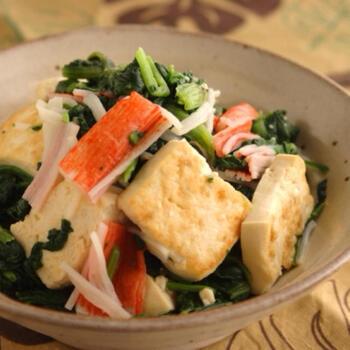 ダイエット中のメイン料理としてもおすすめ♪ 木綿豆腐を加えることで、ボリュームたっぷりに仕上げた和え物レシピです。調味料にナンプラーを使うことで、簡単なのに凝ったような味付けに仕上がるのも◎