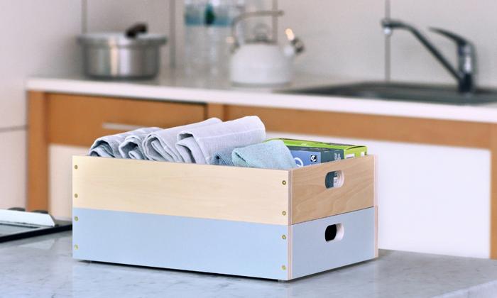 小物が多いダイニングテーブルの整理には、浅い箱を重ねて置くのが便利そう。ランチョンマットやカトラリーなど、いつも使うものを入れて置いたり、リモコンの整理にも良さそうです。