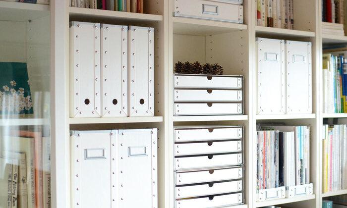 3段ボックスやファイルケースなどを組み合わせれば、仕切りの無い棚もスッキリ収納できて容量もアップします。見せる収納も取り入れて自分らしいインテリアが叶いそう。
