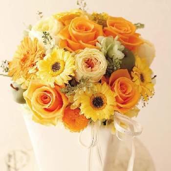 新築のお祝いに華やかな花を贈りたい時には、オレンジやピンクがオススメです。これから新しい家で明るく元気に過ごしてもらうために、たくさんの花でアレンジされた豪華な花でお祝いしてあげるのはいかがでしょうか。