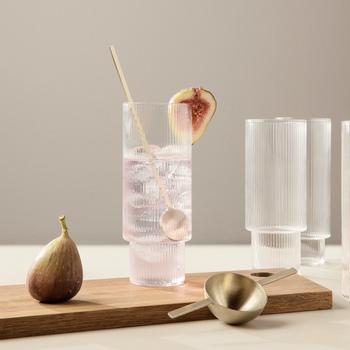 """インテリアを中心に展開している、デンマーク生まれの「ferm LIVING(ファームリビング)」の""""Ripple Long Drink Glasses (リップル ロンググラス)""""。シンプル&機能性を兼ね備えた、北欧らしいミニマルなデザインが印象的。"""