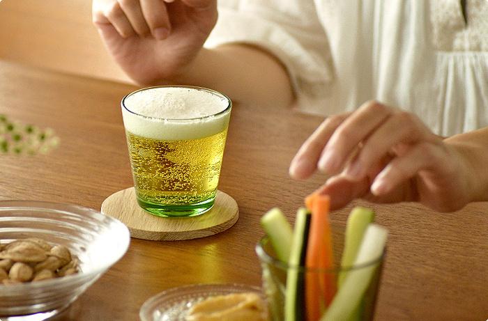 使いやすさを追求し、余計なものを削ぎ落としたミニマルデザインの北欧定番グラス。1958年に発売されて以来、今でも多くの人々に愛用されていますよ。