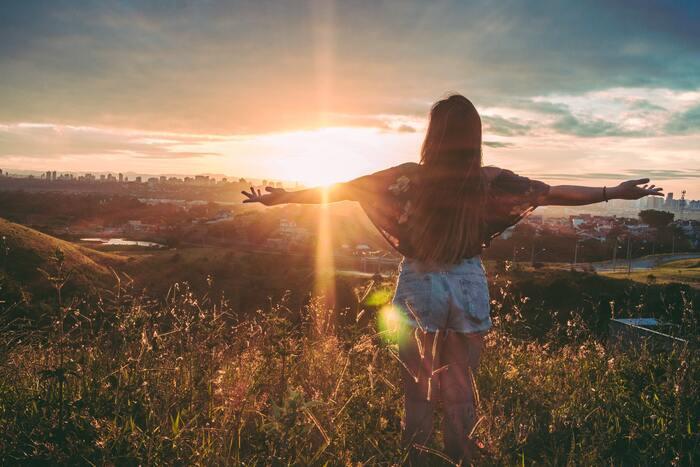 ストレスは体のあらゆる部分に影響していきます。ストレスを抱えて、日頃からイライラしていると体が緊張状態になっています。肩こりや体調不良の原因にもなるので、良いことは1つもありません。
