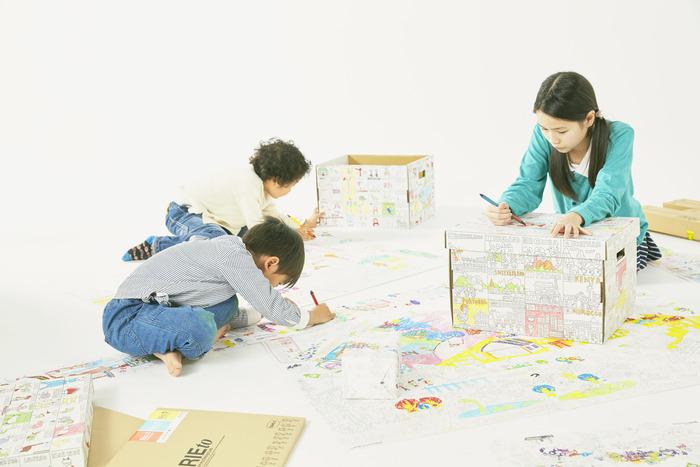 リビングに飾りたい♪超⼤型ぬり絵「NuRIE(ヌーリエ)」で、親⼦の絆を育む時間を