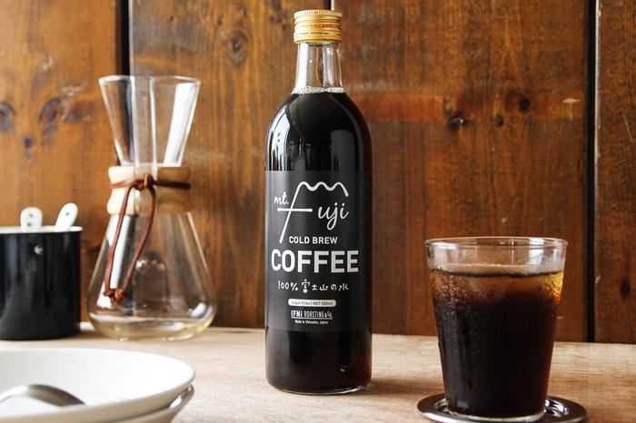 こちらは富士山の天然水で水出しされたスッキリとした味わいのコーヒーです。豆はグァテマラ産とコロンビア産のブレンドが使われていて、酸味とコクのバランスがよく、キレのいい後味が特徴です。そのまま冷やしても美味しいし、好みのバランスで牛乳で割って飲んでも美味しいです。