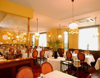 レストランは、3階がパーティー会場で2階は個室タイプ、カジュアルな雰囲気でランチをいただくなら、1階のメインフロアへ。