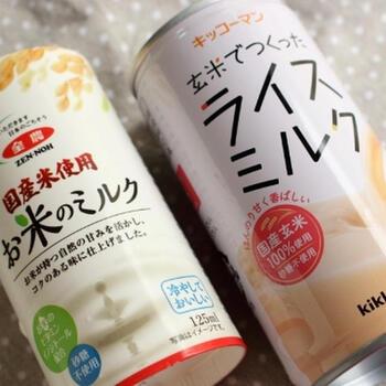 ライスミルクは、その名の通り、お米を使って作るミルク風の飲み物です。欧米ではよく飲まれているのだそう。市販の商品にもいろいろな種類があるので、まずは気になったものを試してみるのもおすすめ。製造過程や原材料はメーカーによって異なり、玄米を使っていたり、麹で発酵させたりとさまざまです。