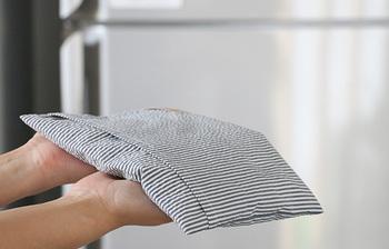 低めがお好みなら単体で、普段使用しているまくらの上にのせて使うことも可能です。さらりとした肌触りで、汗をかいたら丸洗いできるので清潔に使えます。