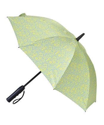 パラソルの中にファンを内蔵した晴雨兼用の傘です。UVカットしながら涼しい風を感じられるので、照りつく日差しの中も快適。