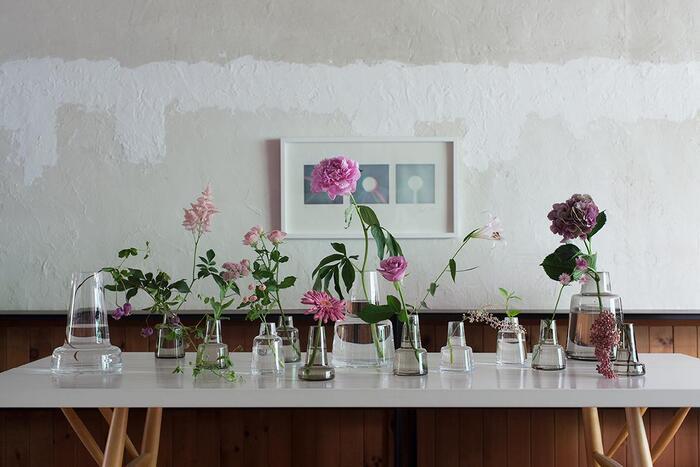 デンマーク王室御用達ブランドの花瓶「Flora(フローラ)」。スコープでもロングセラーの定番人気アイテムが、8月3日(月)朝9時まで特別価格で販売中!シンプルなフォルムながら、どんなお花を活けても特別な空間に仕立ててくれるフローラ。お花選びが楽しいこれからの季節に、お部屋に素敵な花瓶を迎えてみませんか?人気アイテムなので、購入はお早めに♪