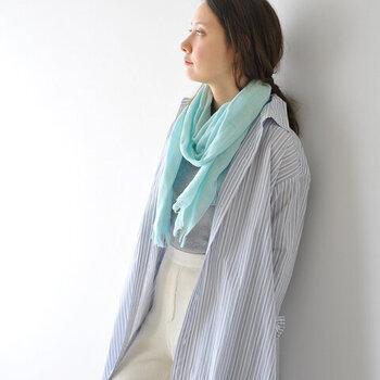『紺・青・水色』の寒色系アイテムで、暑い日も爽やか&涼しげに