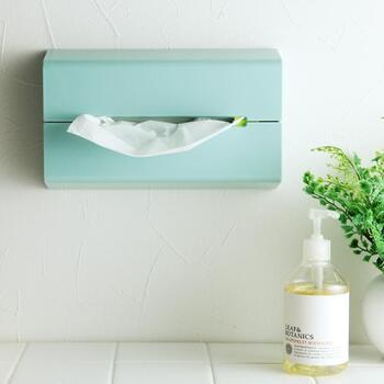 いつもの洗顔でも言えることですが、顔を拭く作業は、一瞬でOK。ティッシュ数枚で軽くパッティングするだけで十分です。ぽんぽんぽんと、体用の拭きタオルを使っても良いです。  絶対にやめたほうがいいのは、上→下→上と1往復したりして、ゴシゴシすること。