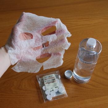 スペシャルメンテをしたい日は、化粧水前に「ブースター」を使ったり、このようなローションシートで少し長めに化粧水を顔に染み込ませてみてもよいですね。