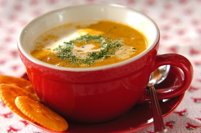 ビスクは、甲殻類を使ったフランスのスープ。甲殻類を裏ごししたクーリと呼ばれるソースをベースにして作られます。魚介の出汁のうまみが豊かな、なんとも贅沢な味わいです。