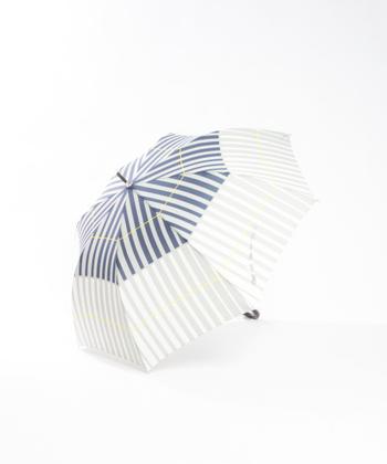 ほどよく柄が入るとおしゃれですね。「KiU×collex」の晴雨兼用傘はボタンを押すだけで開くワンタッチタイプ。雨が強い日だって、荷物が多い日だって、一瞬でサッと傘をさすことができますよ。