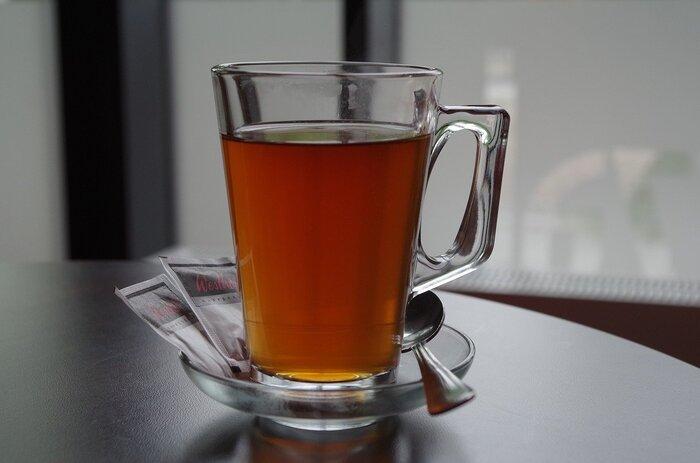 緑茶と同じく紅茶にも抗菌作用のあるカテキンが含まれています。はちみつが入っているものや、温かいものを選ぶと喉をじんわりと癒してくれますよ◎
