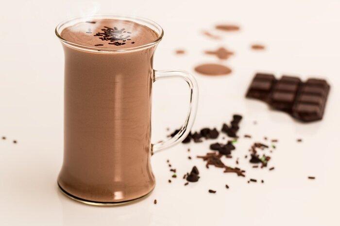 甘党の方にはココアもオススメ。ココアに含まれるテオフィリンという成分は咳を鎮める効果があると言われています。他にもビタミン、ミネラル、ポリフェノール、食物繊維など美容と健康に良い成分がたくさん含まれているので、ちょっと体調が悪い時には力強い味方になってくれそうです。