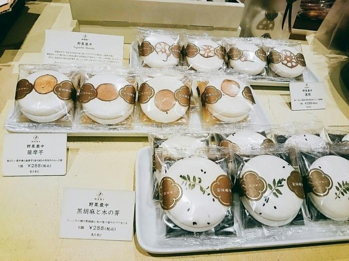 このほかに、黒胡麻と木の芽、薩摩芋がラインナップ。通販では、3種類の詰め合わせセットが購入できます。上品な見た目は、自分へのご褒美はもちろんおもてなしにも喜ばれそうです。