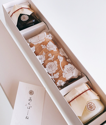 京都にある「あのん 祇園」では、最中の概念を良い意味で覆したと話題の最中「あんぽーね」が人気です。和菓子も洋菓子も好き、という方ならきっと気に入るはず。