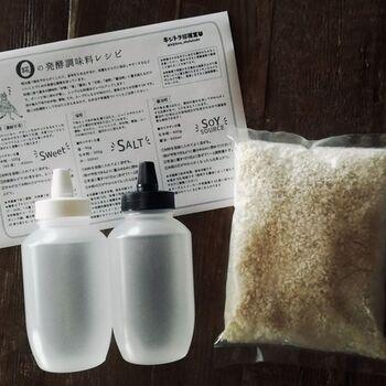 キットには、ボトルが2本と生米麹が1kg。詳しいレシピが同封されているので、初めての方も安心ですね。炊飯器やヨーグルトメーカーを使うと、お砂糖の代わりに使える「甘糀」も作れます。