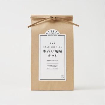 米どころ・宮城県にあるお味噌屋さんから販売されているのは、オーガニックのお米と大豆、米麹で作るお味噌キット。体に良いのものを取り入れたい方や、こだわりの材料で手作りしたい方おすすめです。