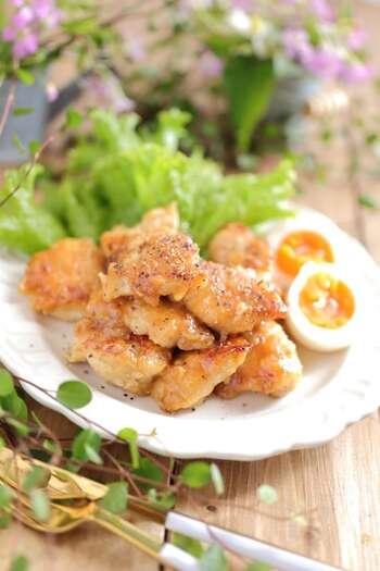 鶏肉に絡めるタレにお酢を加えたレシピです。味付けのベースは焼き肉のタレなので簡単に味が決まり、お酢を加えることでさっぱりと仕上がります。酸味が苦手な人にも食べやすくおすすめですよ。