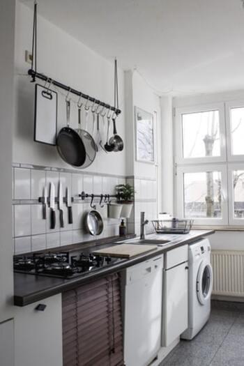料理をするのはキッチン、洗濯をするのはランドリールームですよね。このように、作業と場所をセットにするとスムーズに次の行動を促すことができます。「夕食を作らなきゃ」と思うのがプレッシャーの時は、「キッチンに行こう」と場所を意識します。行けばすぐに冷蔵庫を開くかも。