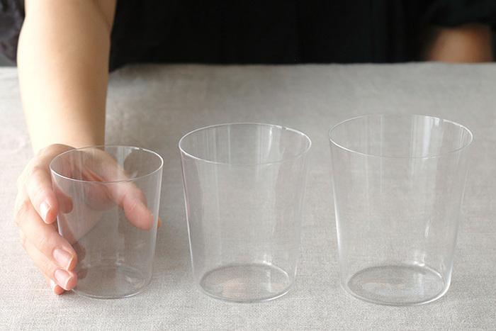 サイズは3種類あり、夏の冷酒にちょうど良い「6oz:Φ70×H78(mm)(満水容量230ml)」。普段使いに最適な大きさの「10oz:Φ81×H91(mm)(満水容量330ml)」。たっぷり飲みたいときに嬉しい「12oz:Φ85×H96(mm)(満水容量390ml)」。どれも使い勝手が良いので全部揃えても良いかも。