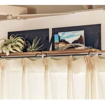 さらにカーテンレールの上に置いて、収納スペースを増やすという三段活用が可能。これだけ様々な場所に使えるなら、いくつか揃えて置きたくなりますね♪