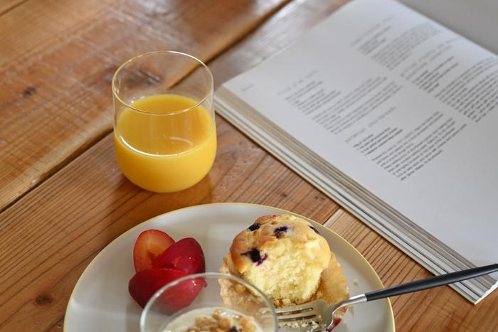 中くらいで使い勝手の良い「Water(水):Ø72×H85(mm ) 345ml」rは、お水だけでなく、オレンジジュースや炭酸飲料、麦茶などどんなドリンクも似合います。