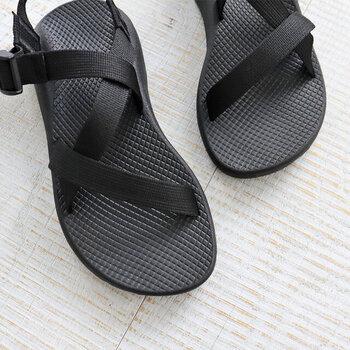 アウトドアシーンで生まれたブランドならではの安定感と快適性で、一度履くと手放せなくなること間違いなし。