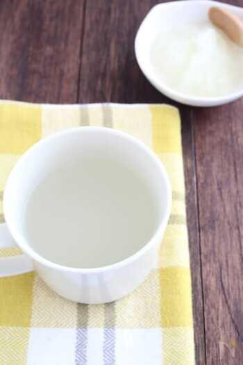 昆布茶のうまみで大根おろしを手軽に飲めるようにした、だいこん白湯。しぼり汁だけを加えても、そのまま全部加えてもどちらでもOK。素朴な味わいです♪