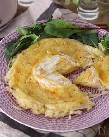 2種類のチーズを使ったじゃがいものガレット。カマンベールを丸ごと使用。とろ~り、ほくほく、カリカリ、いろんな食感が楽しい一品です。