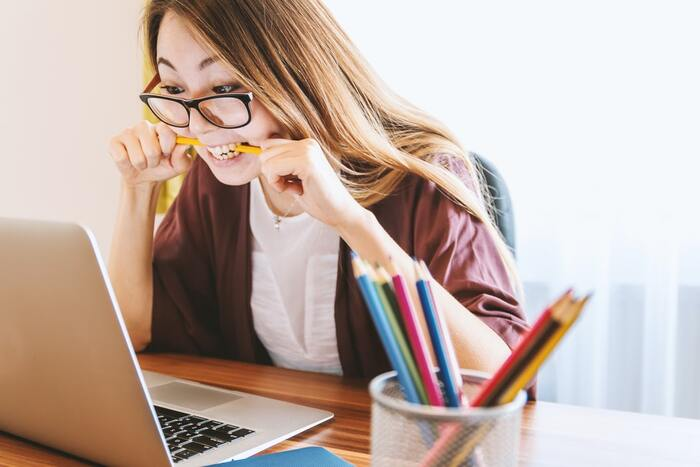 一口に集中といっても、集中するまでの時間や集中しやすい環境などは人によって違います。  集中力のタイプについては、さまざまな見地から複数のタイプ分けがあります。例えば朝方か夜型か。クイックスタート型かスロースタート型か。エニアグラムという9つの性格タイプを応用する考え方や、コロンビア大学の研究に基づく8つのモチベーションタイプを応用する考え方もあります。  自分の集中力の傾向を知っておきましょう。