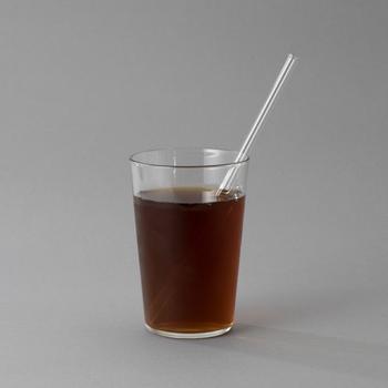 1899年に創業した廣田硝子は、東京で一番古い硝子メーカー。職人が手作りしているストローは、安全を考えて飲み口をラッパ状にする細かい気づかいがされています。ガラスストローは見た目もおしゃれで、飲み物の味や風味をそのままに味わえるメリットが。食器がぶつからないよう、置き方を工夫すれば食洗器を使用することもできます。透明なので洗い残しもきちんと確認できるので、衛生面でも安心できますよ。