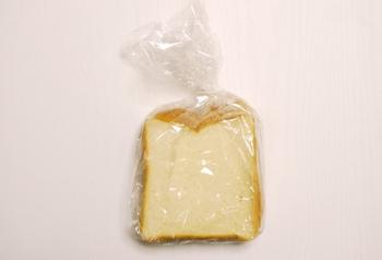 ・パン類:フランスパン2切れ→約1g、ロールパン2個→約0.7g ・カップラーメン(インスタントラーメン)→約5.5g ・きつねうどん→約5g ・ハム3枚→1.5g  そのほか、ベーコン、ウインナー、梅干し、塩さば、あじの開き、漬物、塩昆布などが挙げられます。